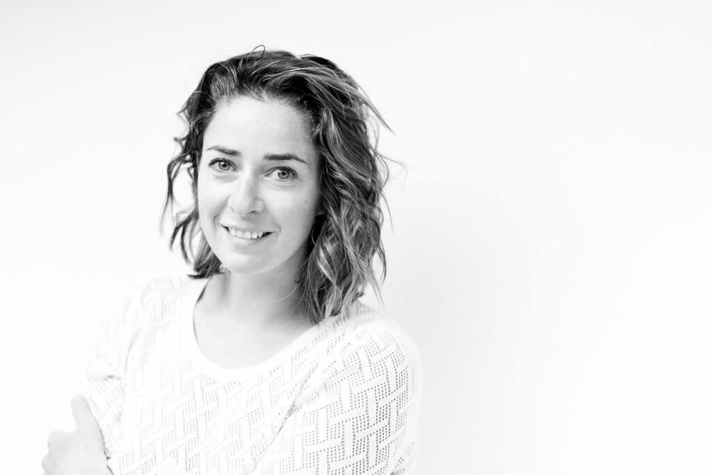 Photo portrait corporate de Floriane Deysse, photographe et vidéaste
