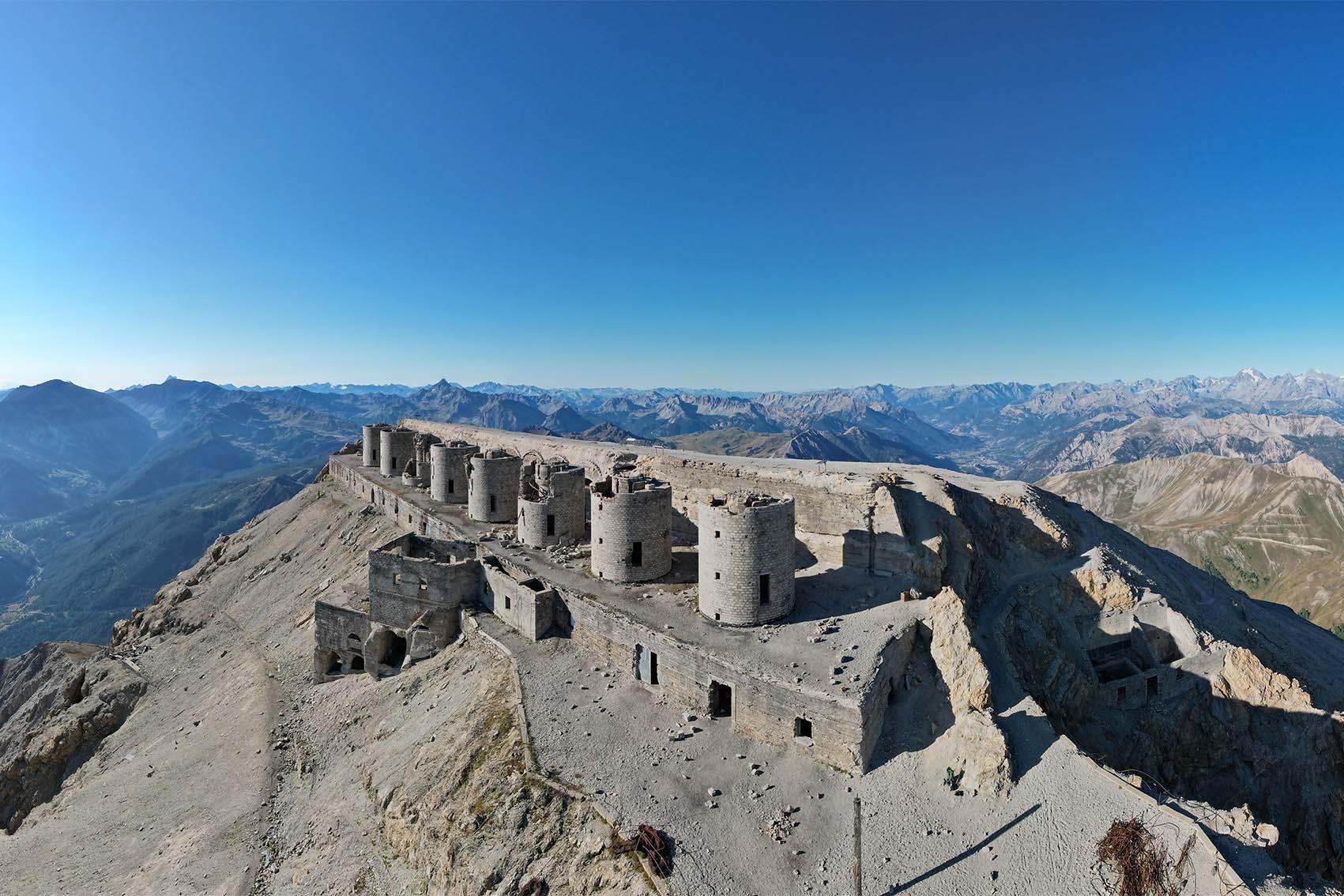 Photographie faite au drone du Fort du Mont Chaberton